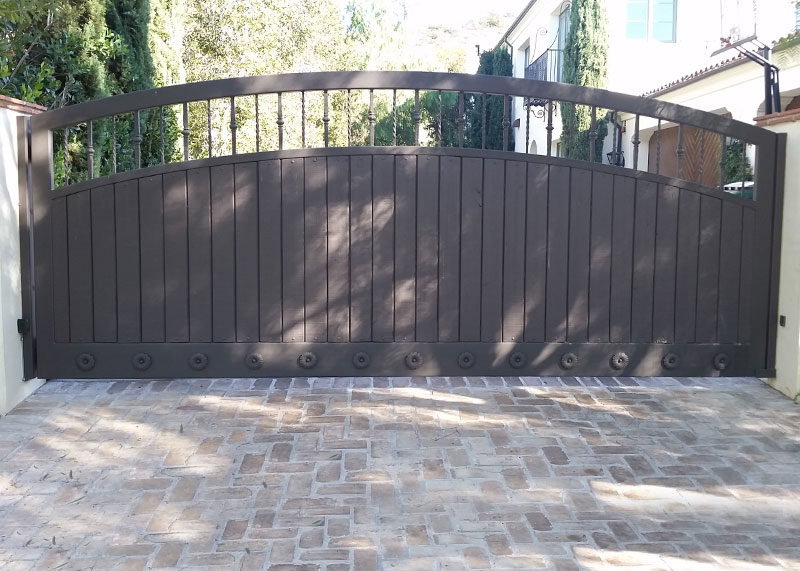 Iron fencing driveway entry gates folding security